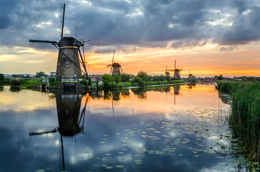 Kinderdijk - Unesco listed area - with ancient windmills