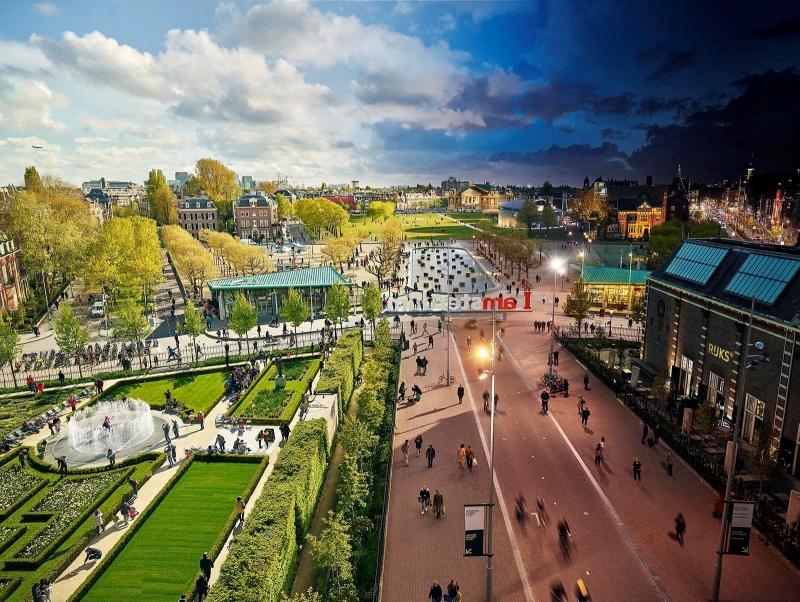 Lars van den Broek - The Museum Square, Amsterdam