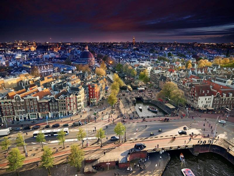 Lars van den Broek - Amsterdam. Prins Hendrikkade, Haarlemmersluis, Singel.