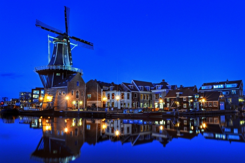 Molen Spaarne by night